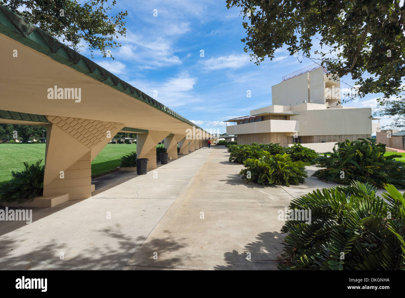 The Esplanade looking towards Annie Pfeiffer Chapel, Frank Lloyd Wright Campus, Florida Southern College, Lakeland, Florida, USA - Stock Image