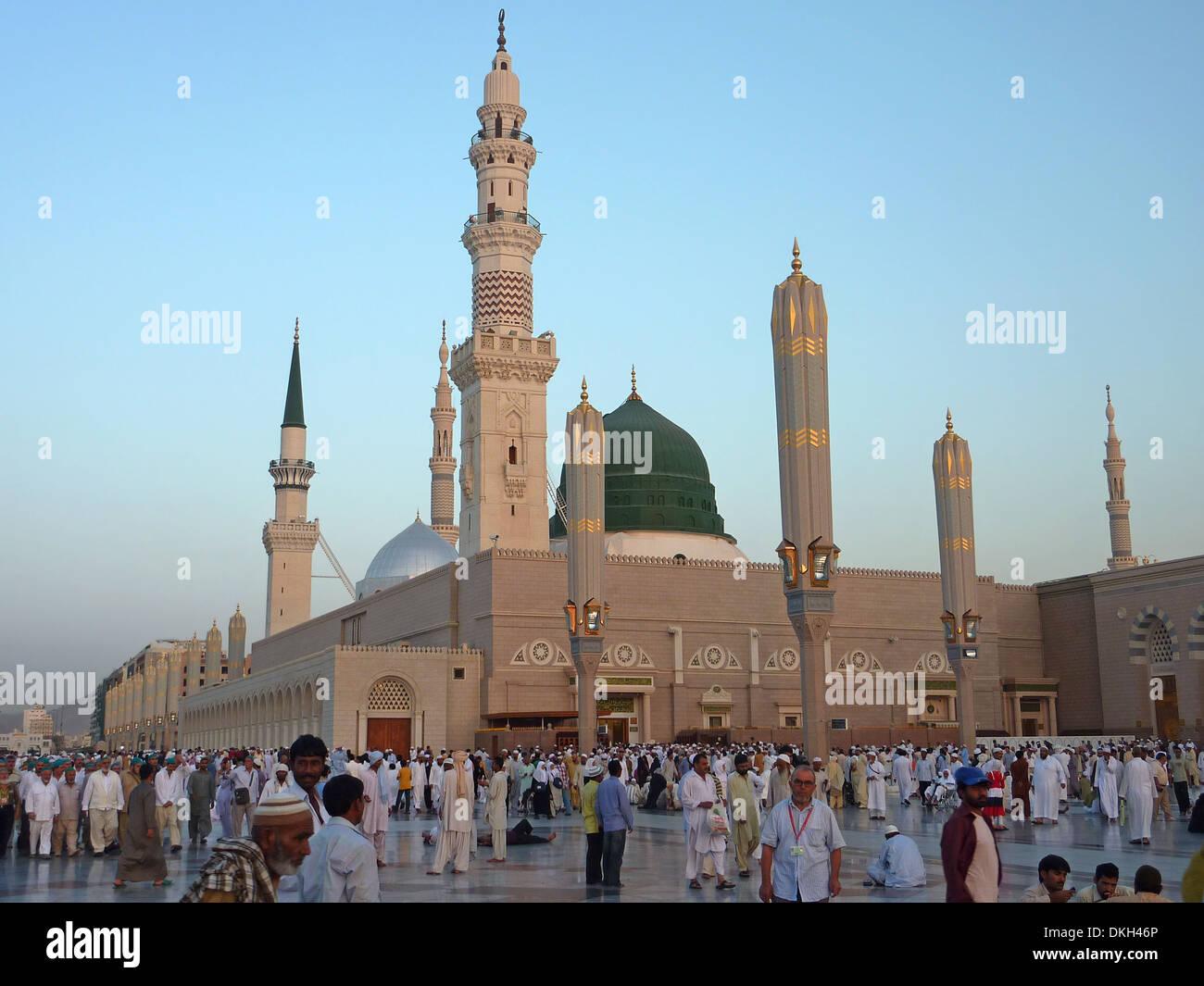 Muslims gathered for worship Nabawi Mosque, Medina, Saudi Arabia - Stock Image