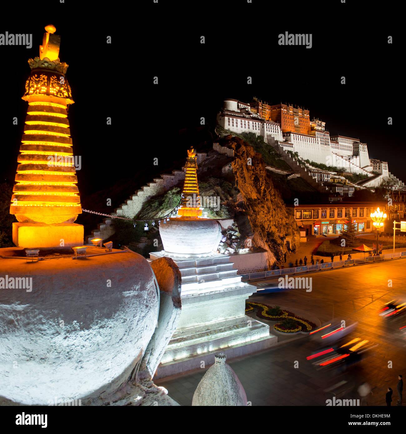 Potala Palace at night, Lhasa, Tibet - Stock Image