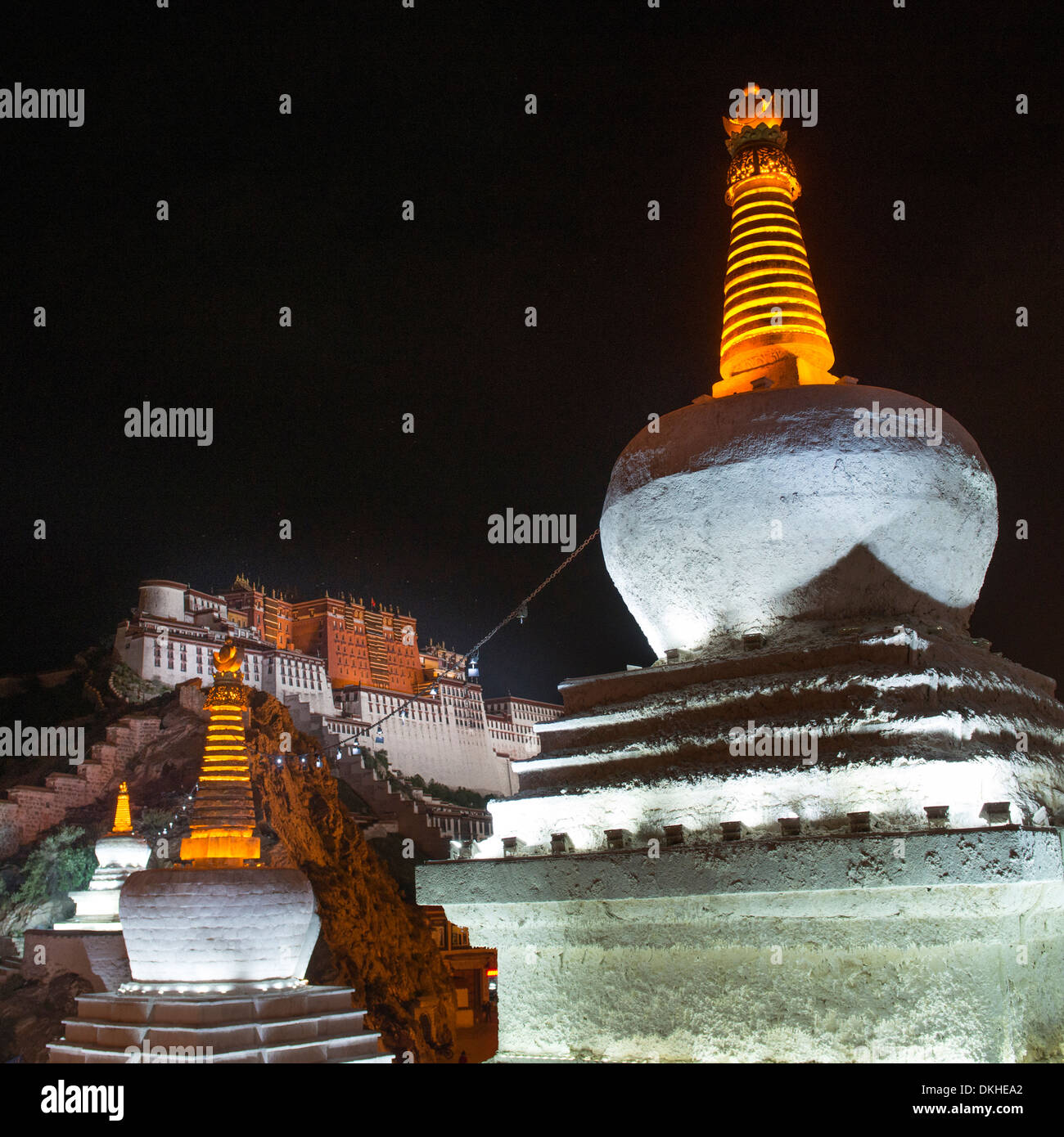 Low angle view of a stupa with Potala Palace in the background, Lhasa, Tibet, China - Stock Image