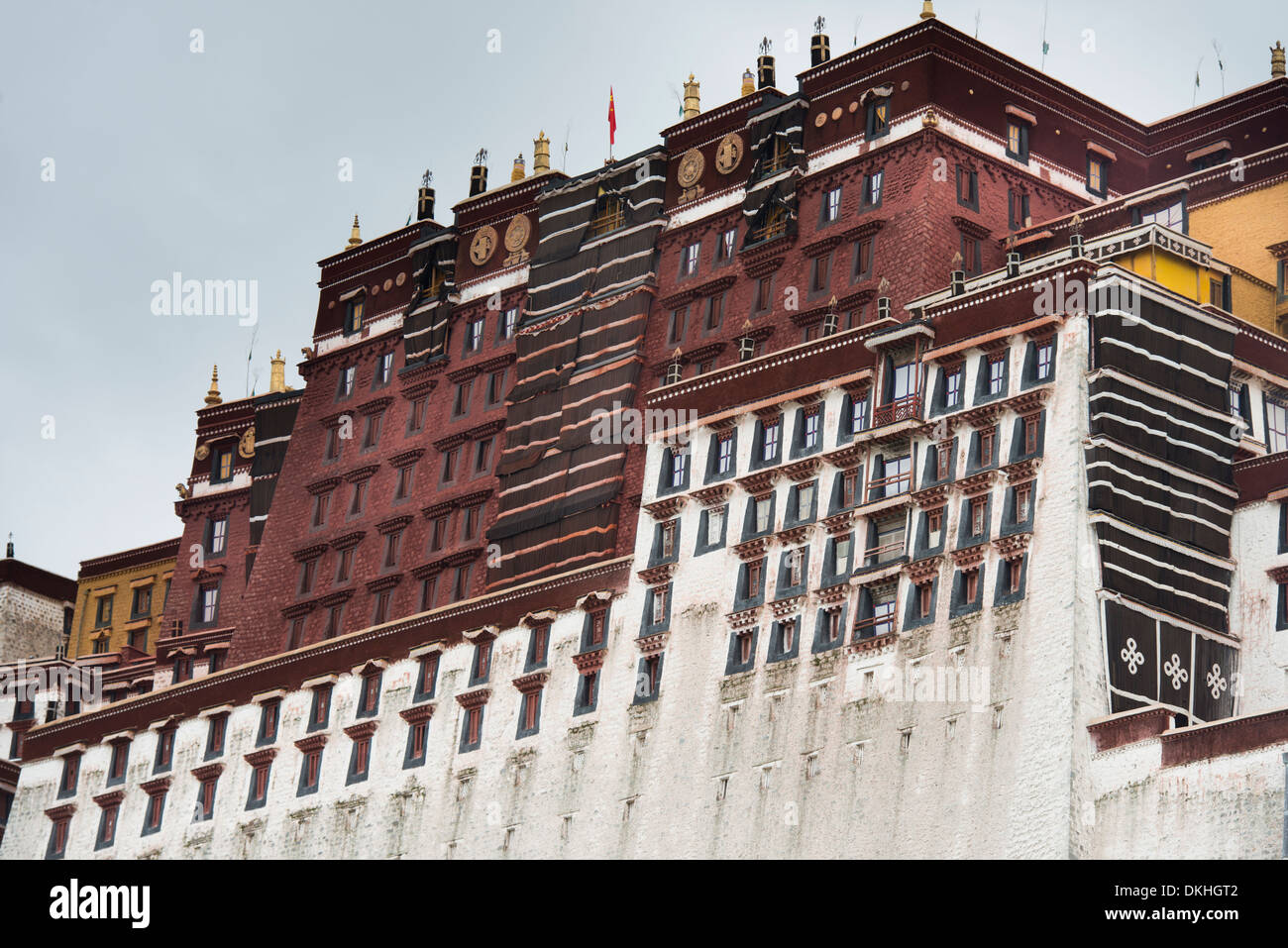 Low angle view of the Potala Palace, Lhasa, Tibet, China - Stock Image