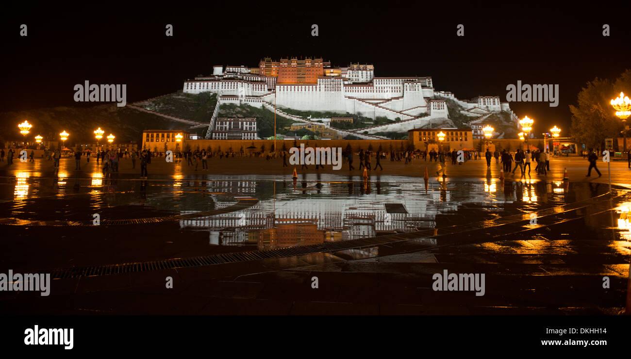 Potala Palace at night, Potala Palace Square, Lhasa, Tibet, China - Stock Image