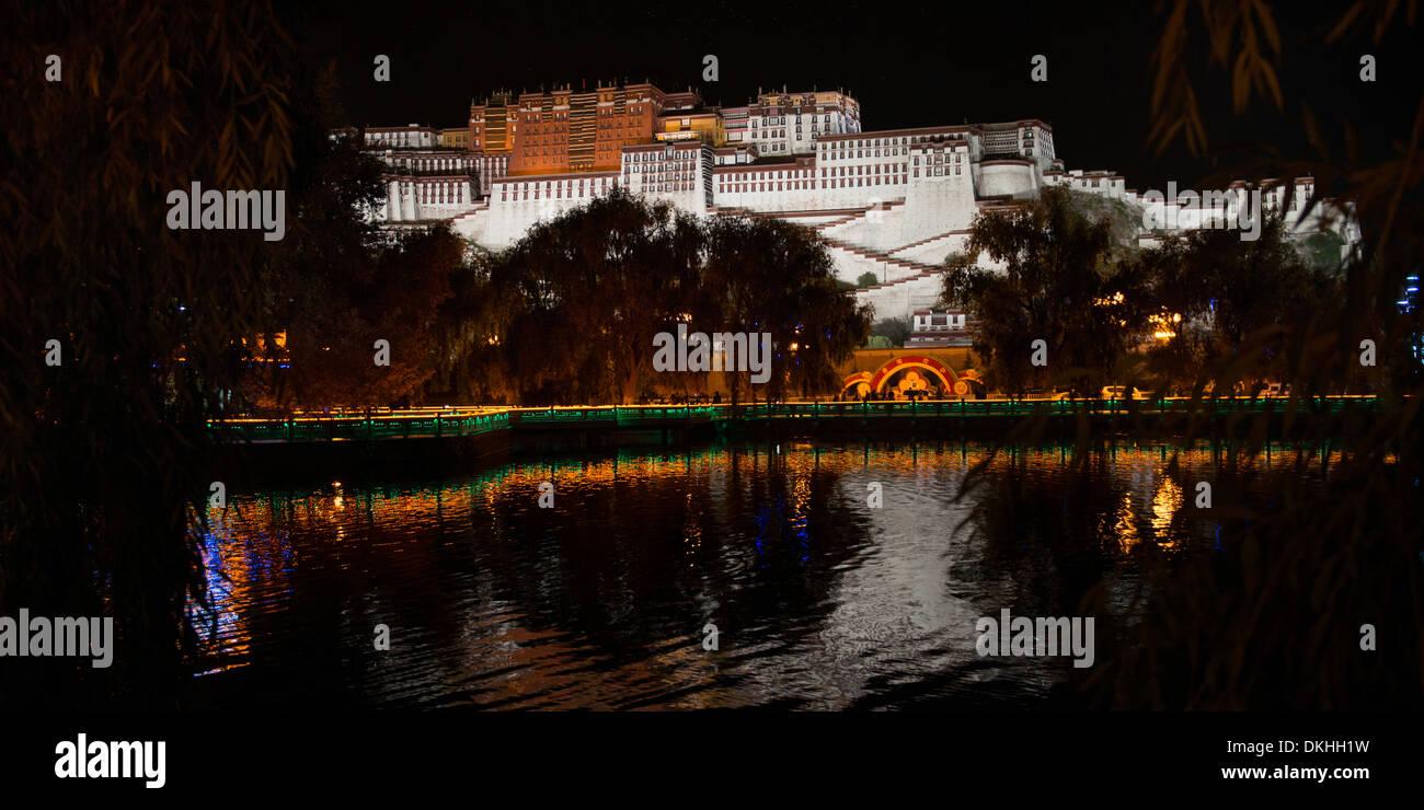 Potala Palace at night, Lhasa, Tibet, China - Stock Image
