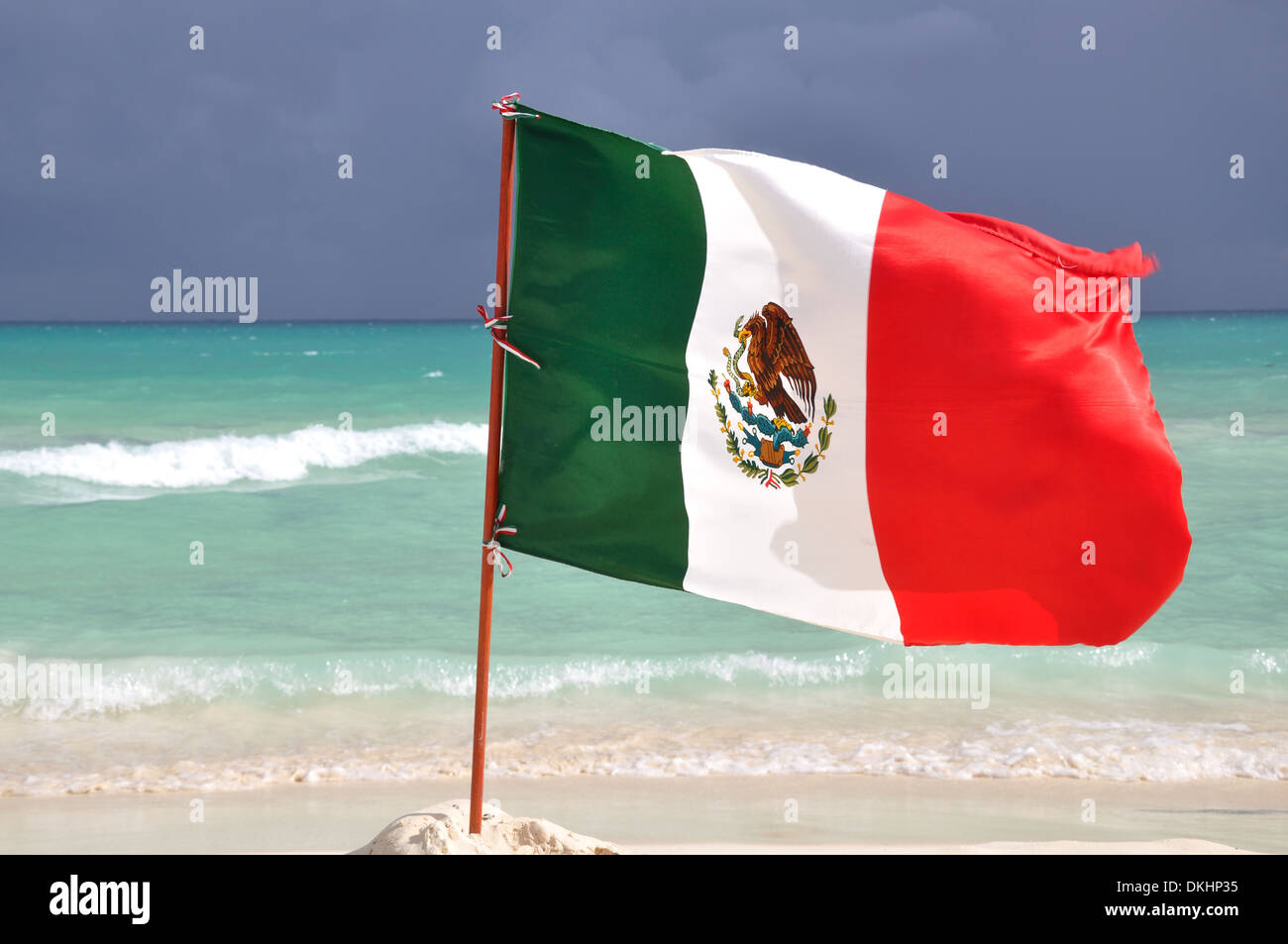 Mexican flag flying on a beachfront location - Stock Image