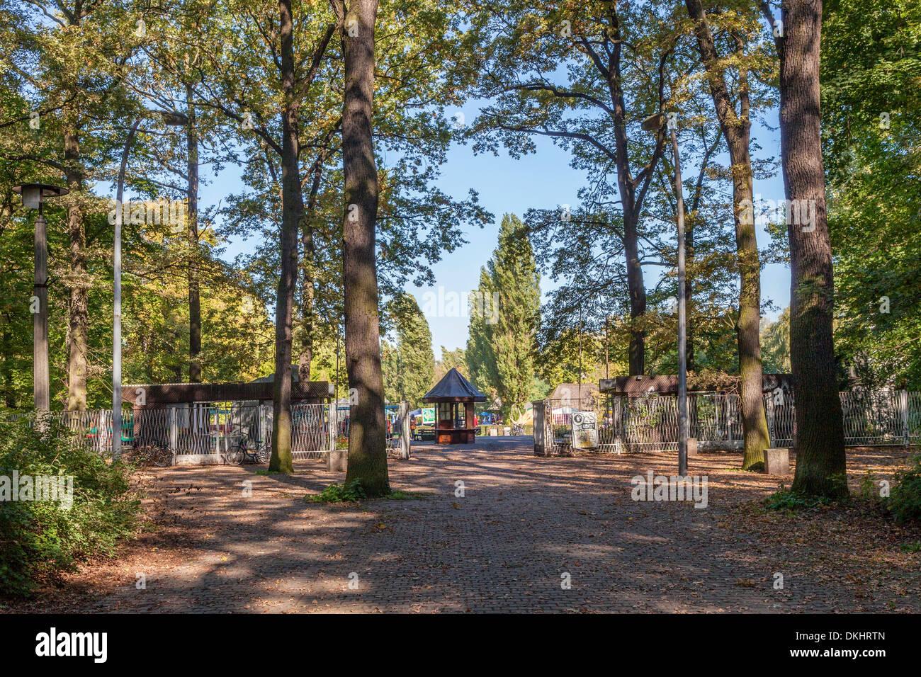 Amusement Park Entrance High Resolution Stock Photography And Images Alamy,Modern Long Narrow Bathroom Ideas