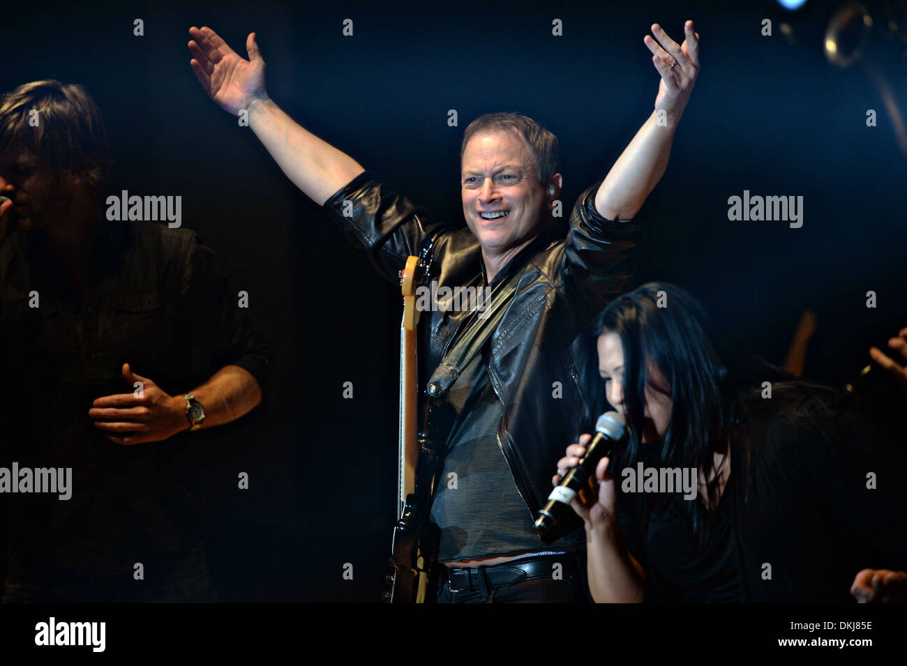 Actor Gary Sinise and the Lt. Dan Band perform at the DAR ...