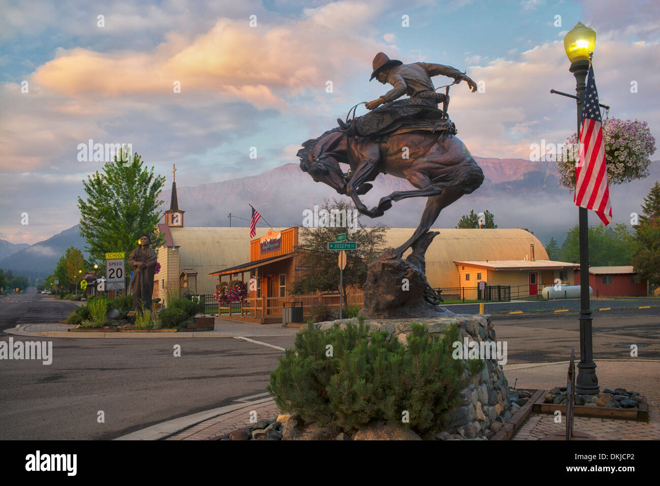 Horse rider sculpture and sunrise. Joseph, Oregon - Stock Image