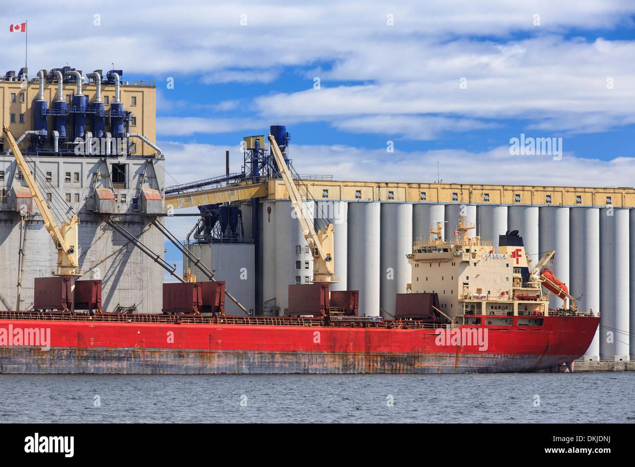 Cargo ship loading grain, Thunder Bay, Ontario, Canada - Stock Image