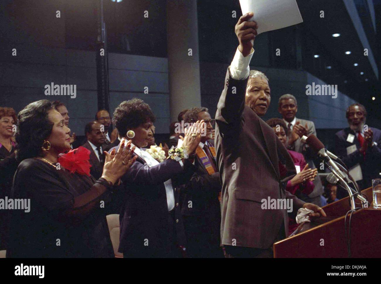 Nelson Mandela addresses crowd at Georgia Tech Stadium in Atlanta. - Stock Image