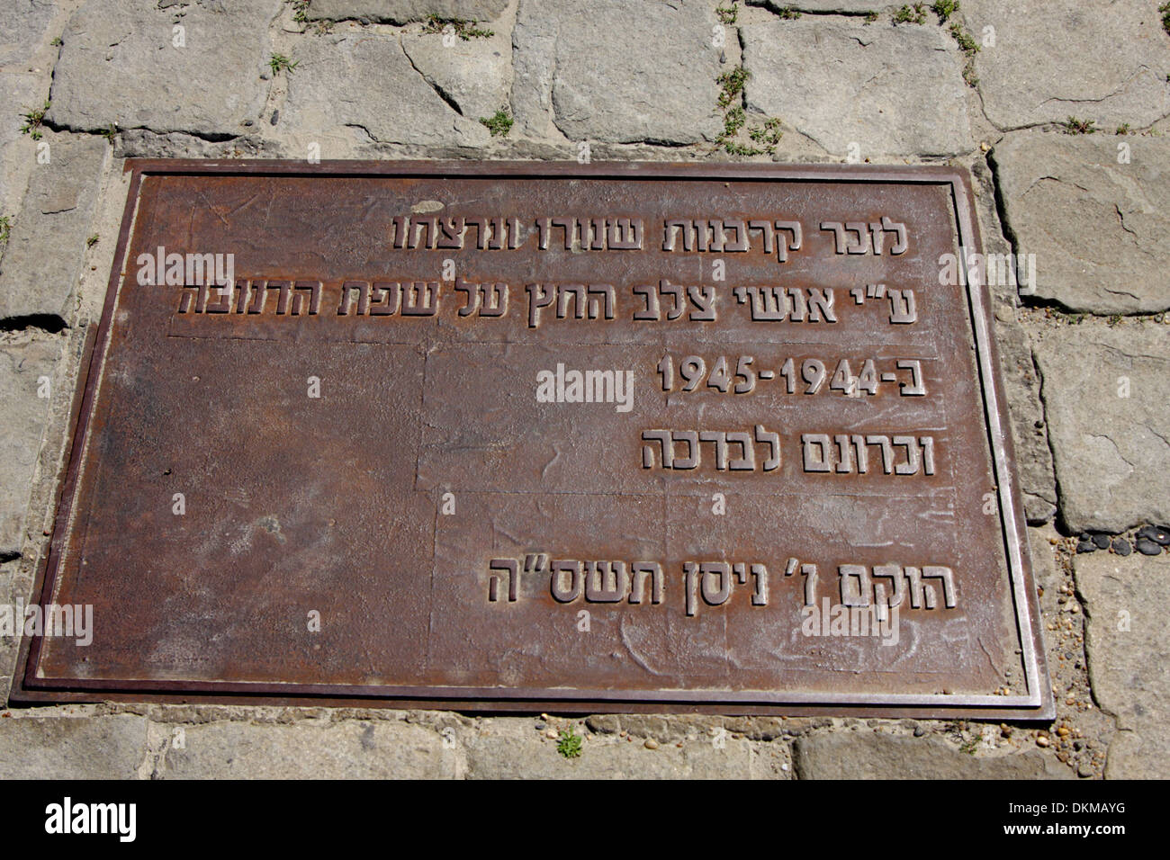 Plaque with text in Hebrew at the shoes on the Danube memorial to Hungarian Jews shot by Arrow Cross militiamen in 1944-1945 - Stock Image