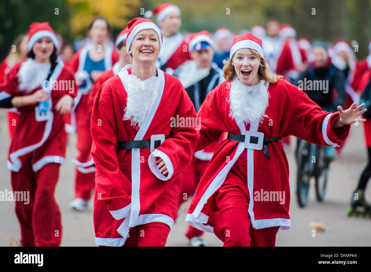 London, UK. 07th Dec, 2013. The London Santa Run, a 6k festive charity fun run, with around 2,000 Santa's. It  is organised to raise funds for Disability Snowsport UK, a national charity helping people with disabilities to access the thrill of snowsports. Battersea Park, London, UK 07 Dec 2013. Credit:  Guy Bell/Alamy Live News - Stock Image