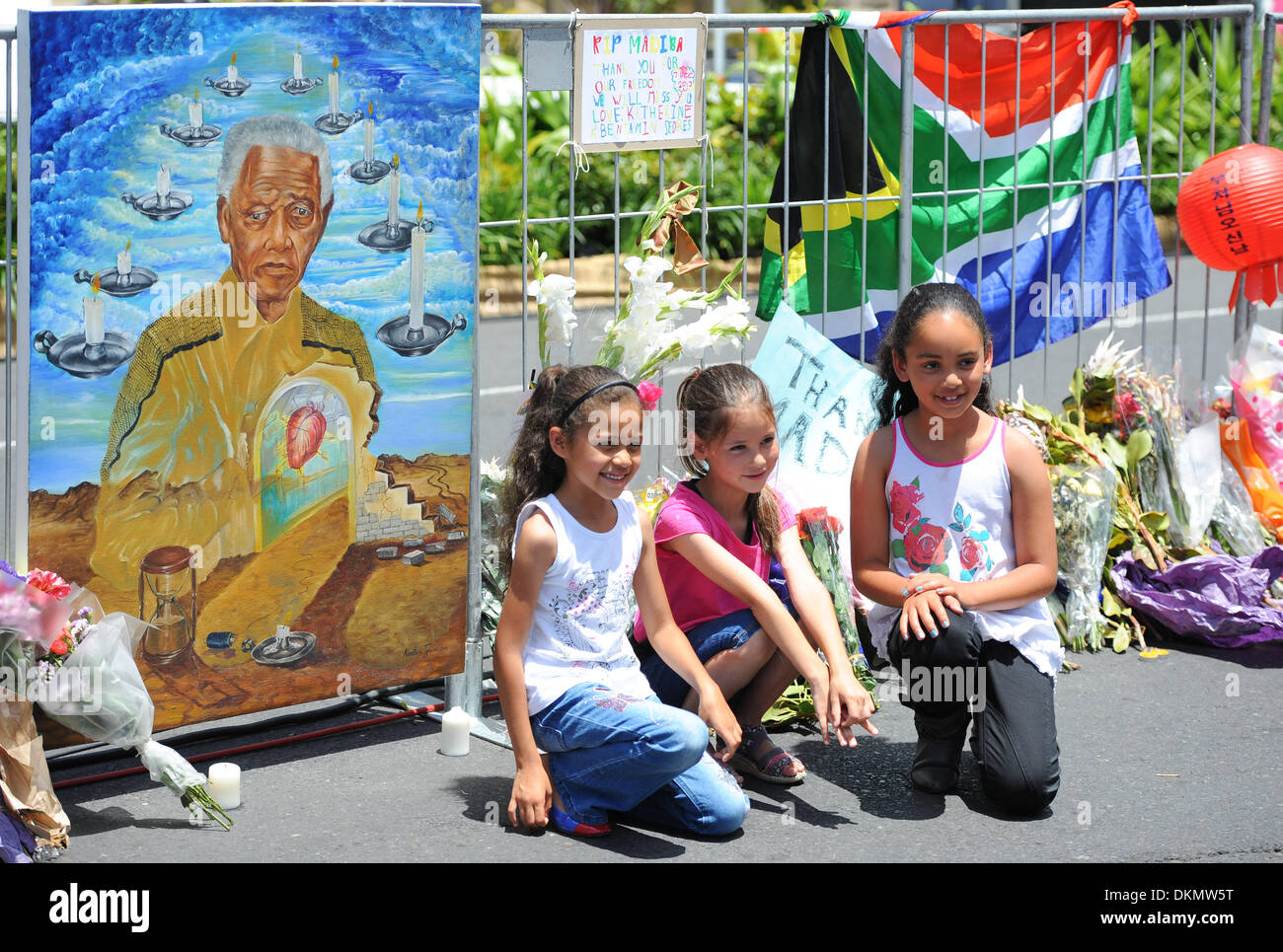 CAPE TOWN, SOUTH AFRICA - Saturday 7 December 2013, young children in front of some of the condolence messages during a time of national mourning the death of the first democratically elected president, Nelson Mandela, in front of the Cape Town City Hall.  Credit:  Roger Sedres/Alamy Live News - Stock Image