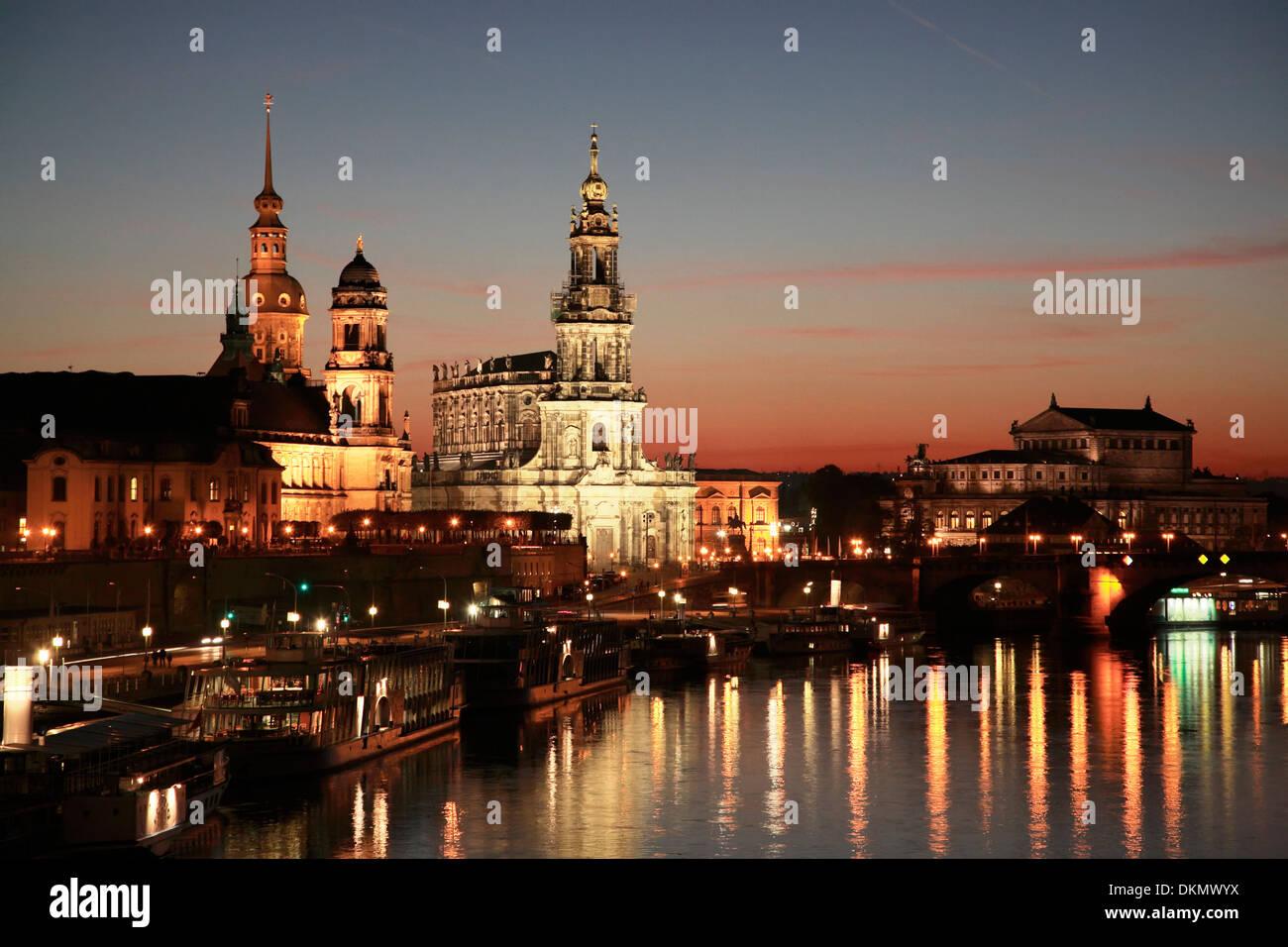 Faszinierend Skyline Dresden Das Beste Von Reflecting In The River Elbe At Night,