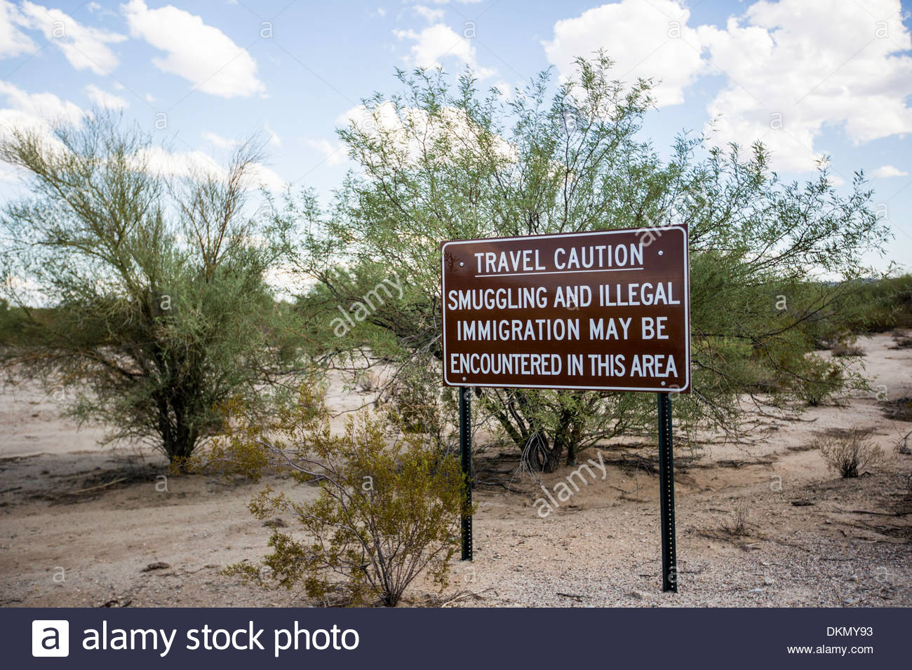 illegal-immigration-warning-sign-sonoran