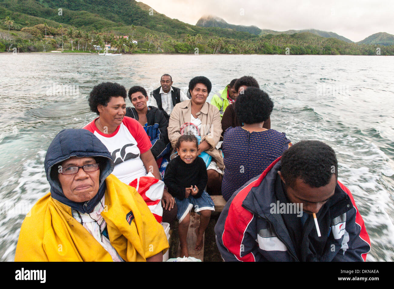 Villagers from Lomati set off from Qalikarua for the 90 minute journey by longboat back to their village. Matuku, Laus, Fiji - Stock Image