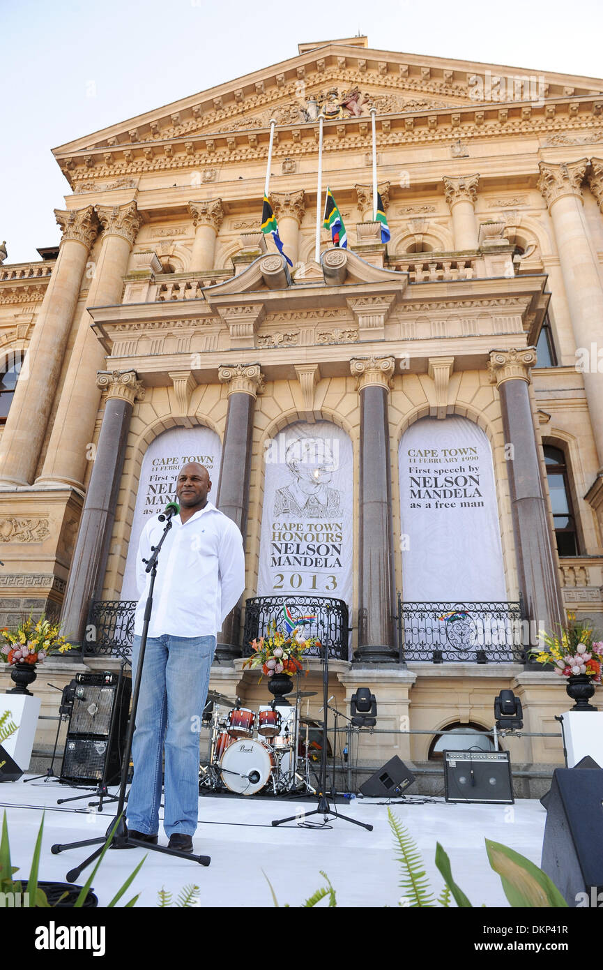 Cape Town, South Africa. 8th Dec, 2013. CHESTER WILLIAMS, 1995 Rugby World Cup winner and former Springbok addresses the crowd. The City of Cape Town hosted an interfaith service on the Grand Parade as the day was declared a national day of prayer and reflection on the life of Nelson Mandela. Visitors also placed flowers and condolence messages on the barricade erected to accommodate it. Various religious leaders said prayers for the late South African President. Photo by Roger Sedres/ImageSA - Stock Image
