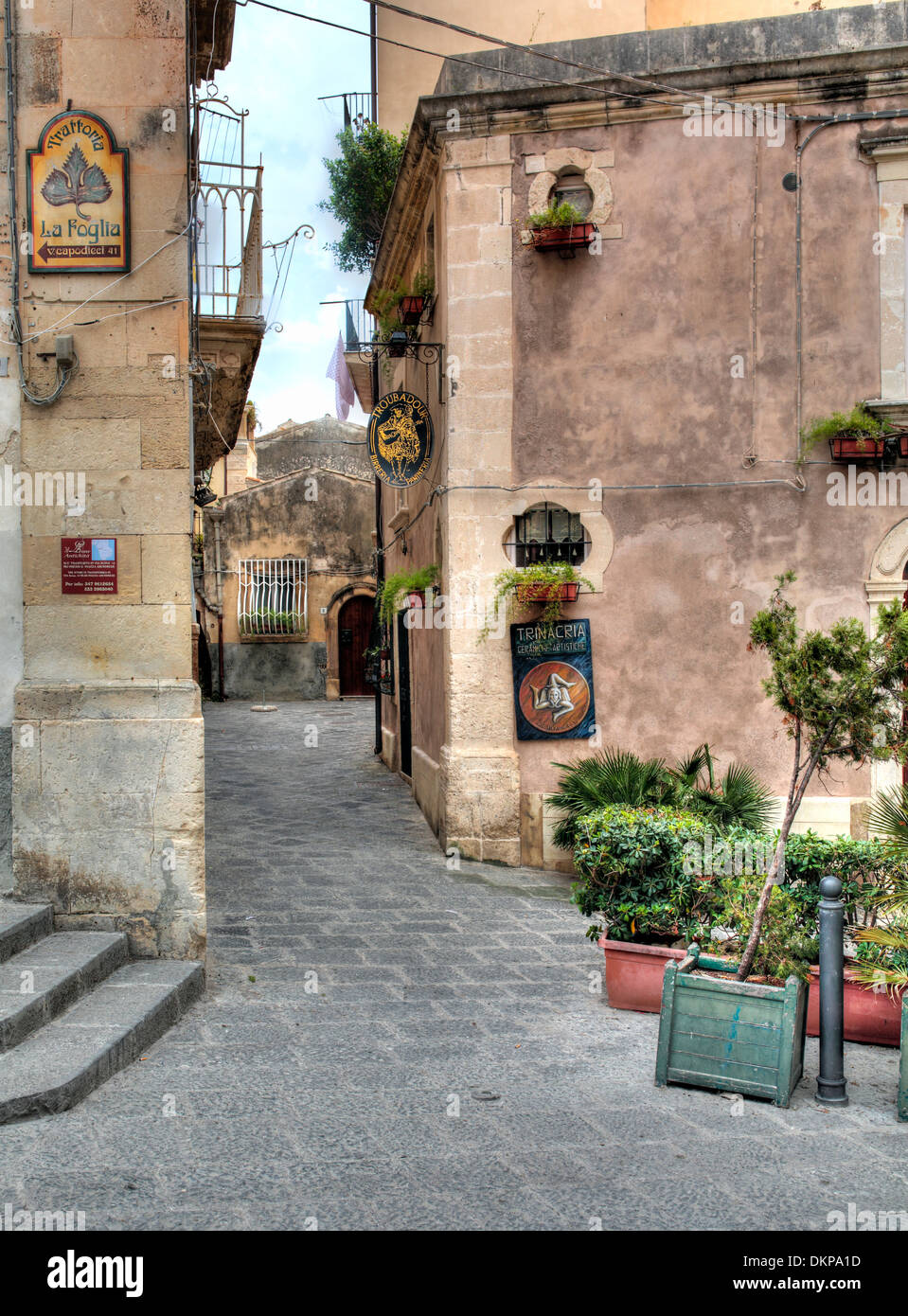 Street in old town, Ortygia, Syracuse, Sicily, Italy - Stock Image
