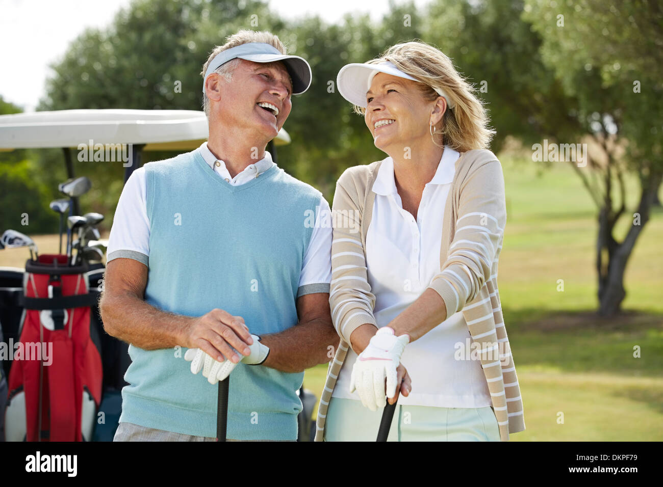 Senior couple laughing on golf course - Stock Image