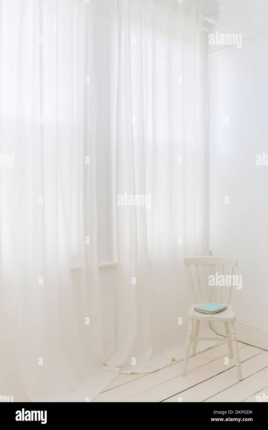 Sheer curtains in modern room - Stock Image