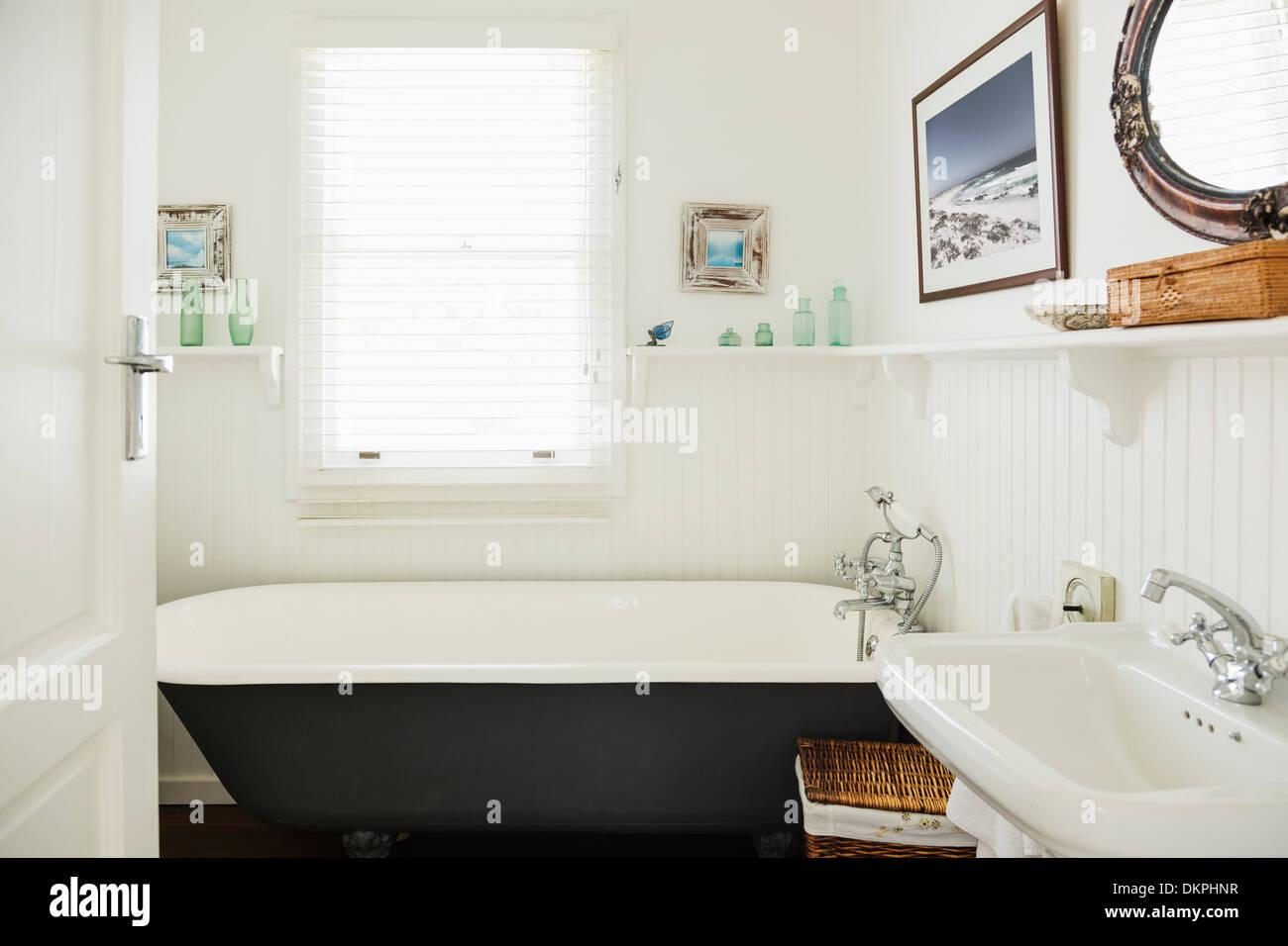 Claw foot bathtub in ornate bathroom - Stock Image