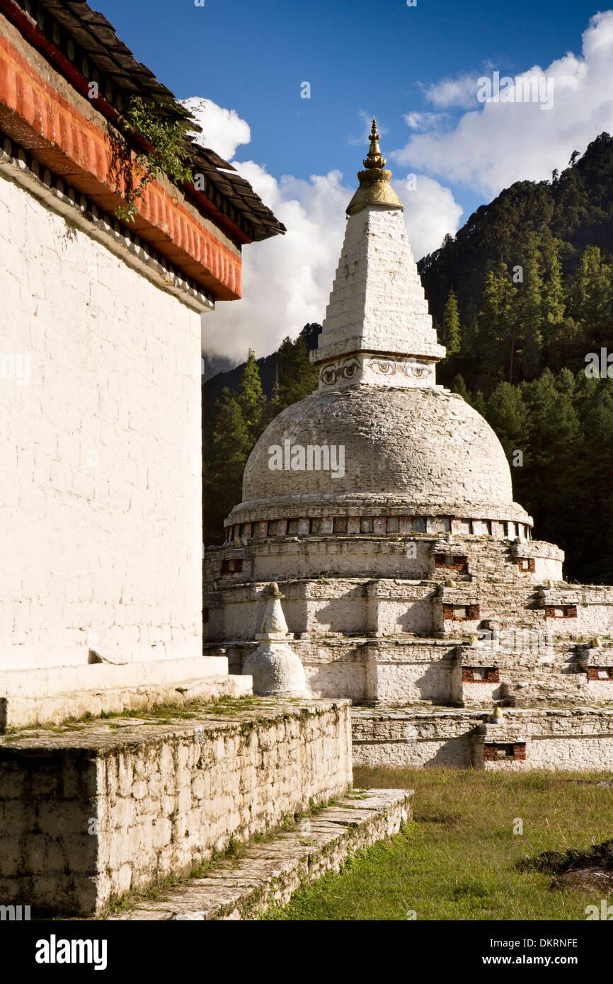 Bhutan, Pele La Pass, Chendebji Buddhist Chorten, styled on Nepal's Bodhnath stupa - Stock Image