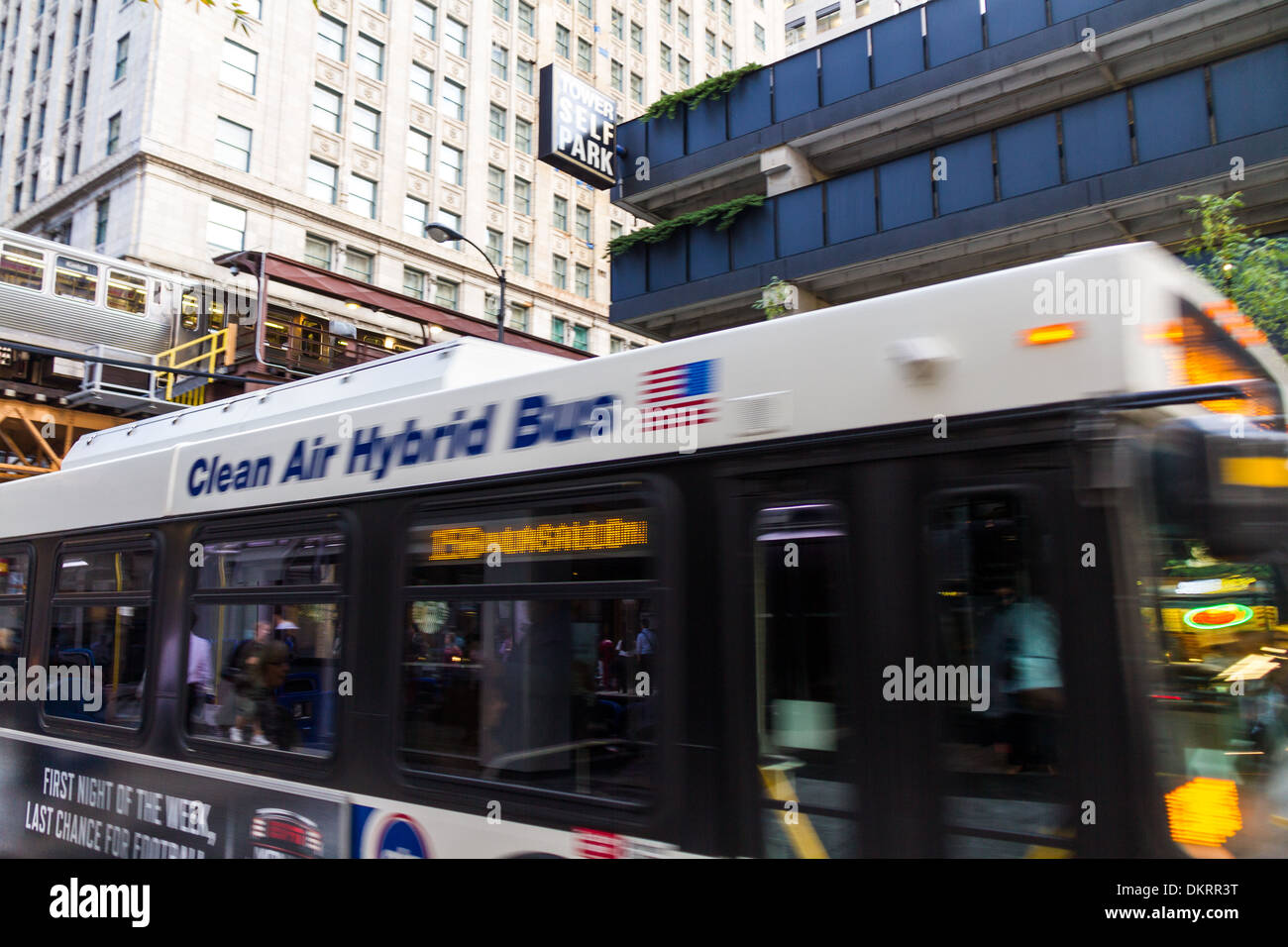 clean air hybrid bus, Chicago - Stock Image