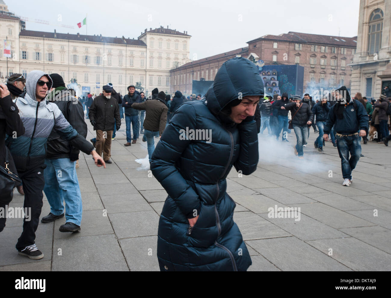 Italy Turin Piedmont 9th December 2013 demostration of ' Movimento dei forconi ' ( Pitchforks movement ) as interested the  entire Italian peninsula, The most difficult in Turin. In the Pictures tension's moment in Piazza Castello Credit:  Realy Easy Star/Alamy Live News - Stock Image