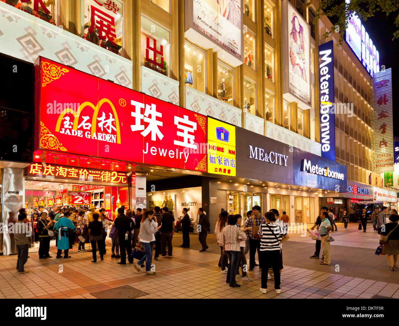 Shoppers and tourists on Wangfujing shopping street at night Beijing, PRC, People's Republic of China, Asia - Stock Image