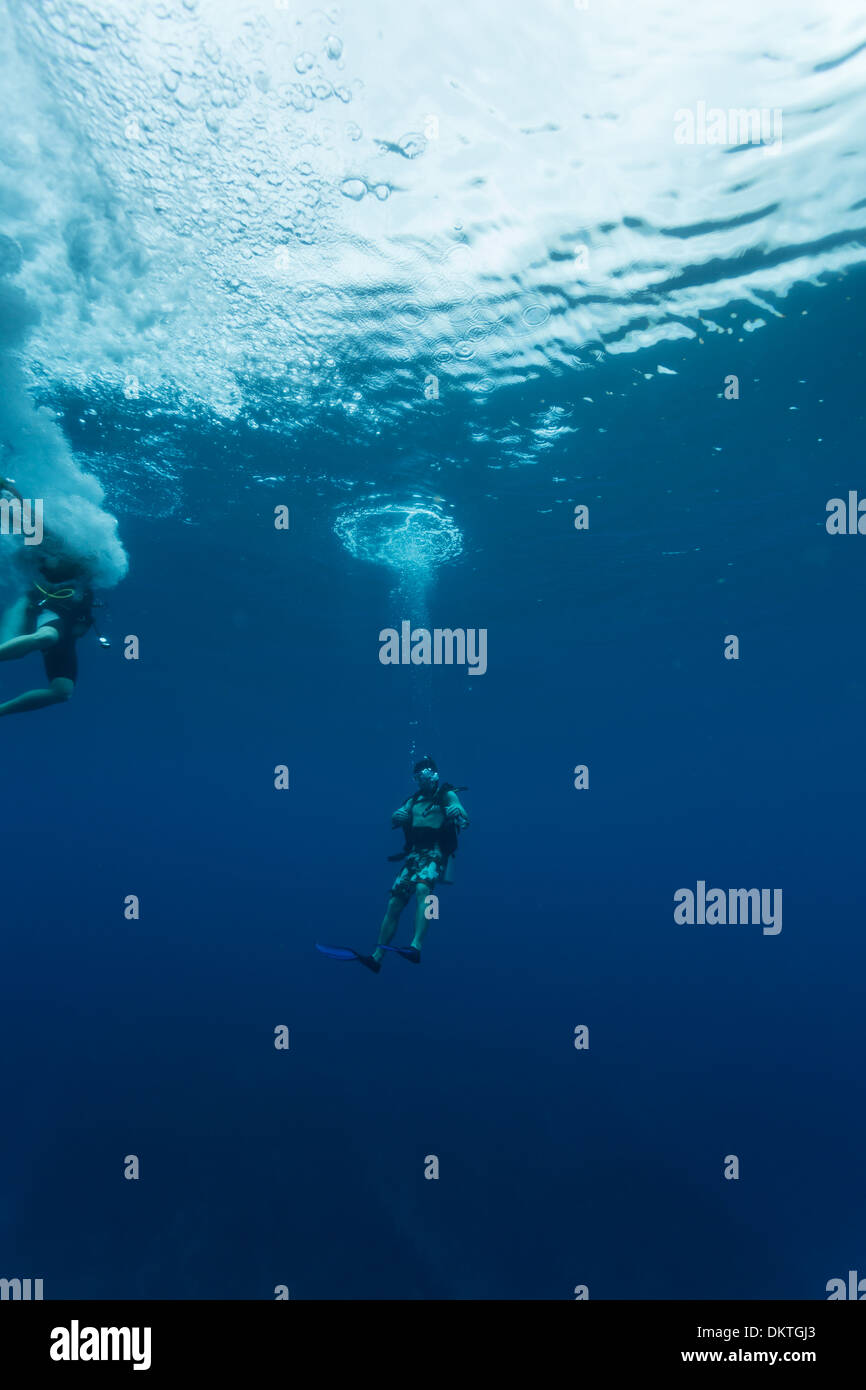 Divers descend into Blue Hole at Lighthouse Reef in Caribbean Sea off coast of Belize Central America - Stock Image
