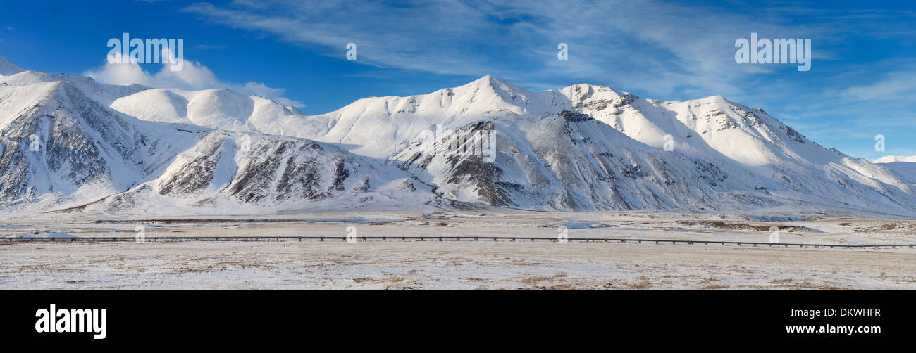 Panorama of the Alyeska crude oil pipeline running through the snowy Brooks Range mountains from Dalton Highway Alaska USA - Stock Image