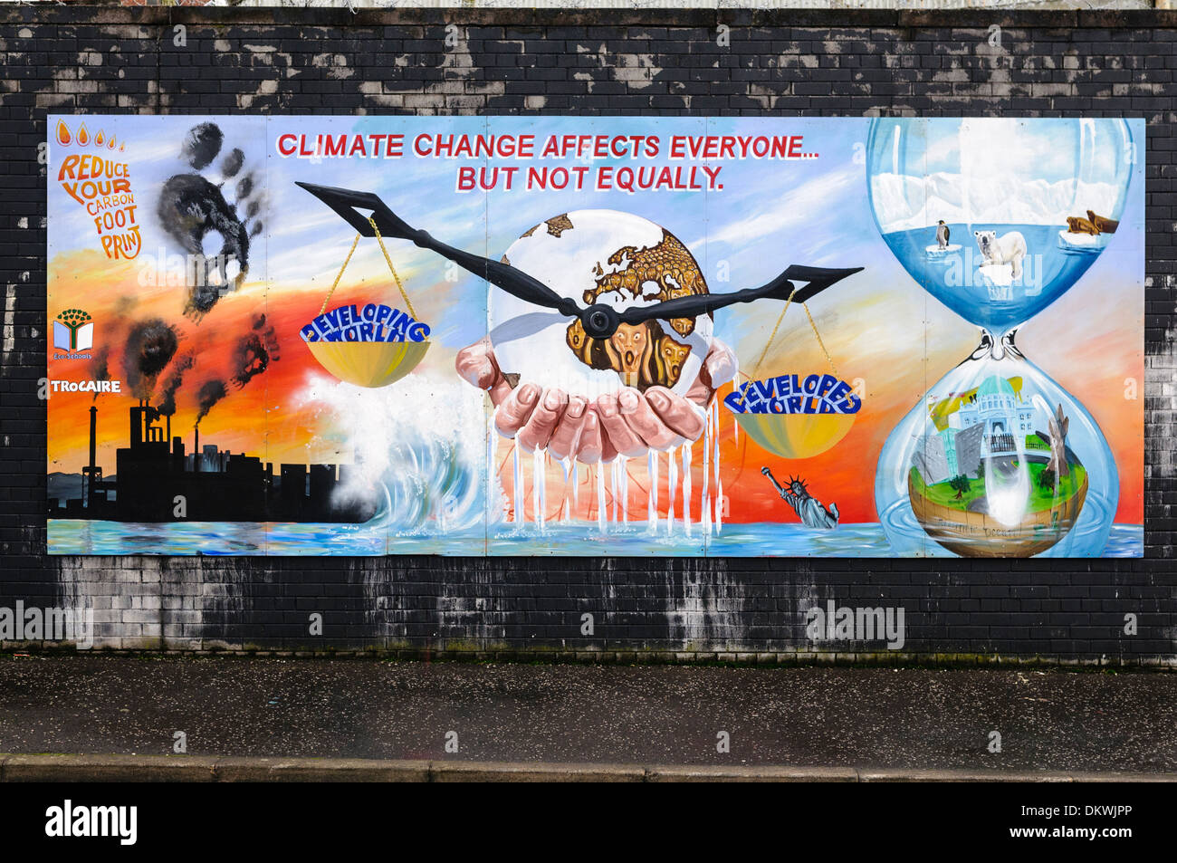 Mural at the International Peace Wall, Belfast, depicting effects of Climate Change - Stock Image