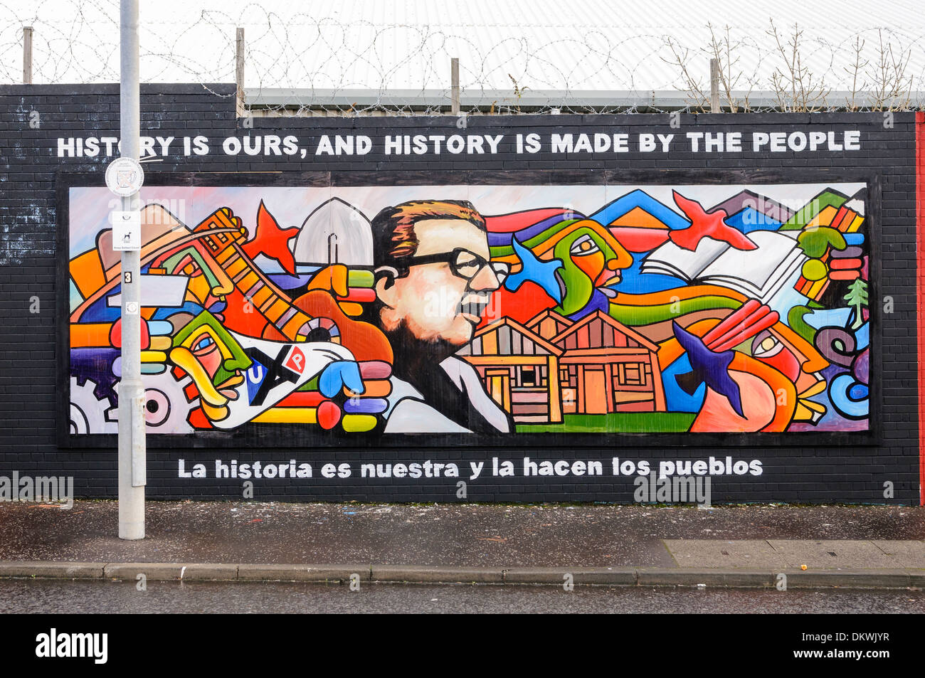 Mural at the International Peace Wall, Belfast showing the Ultimas palabras (Last words) of Salvador Allende - Stock Image
