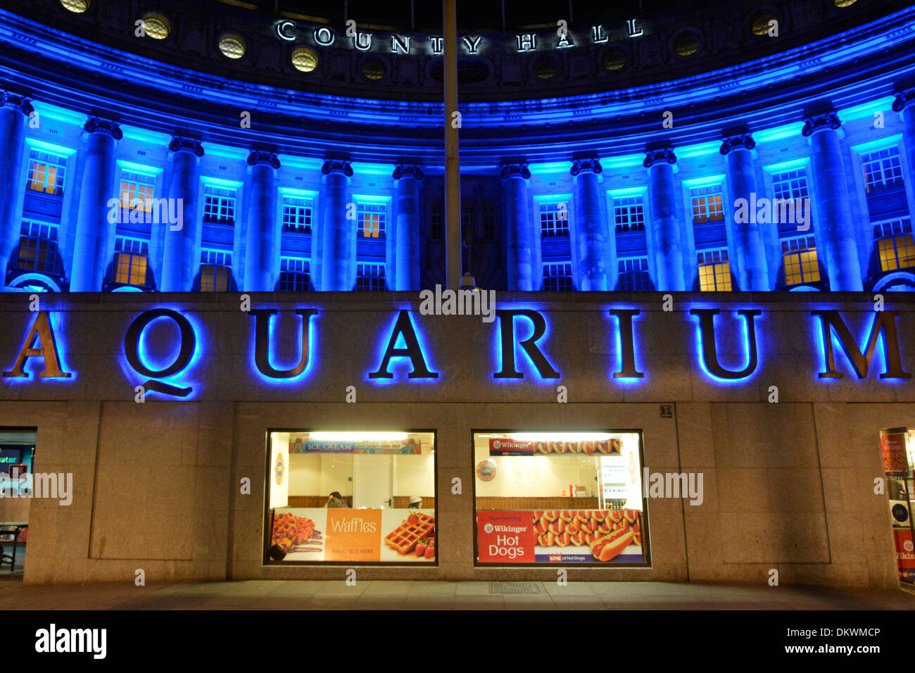 County Hall and London Aquarium with blue lighting - Stock Image