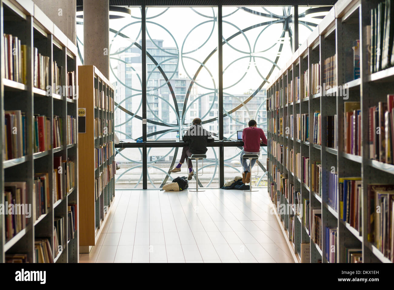 Students working at the new Library of Birmingham, Birmingham, England - Stock Image