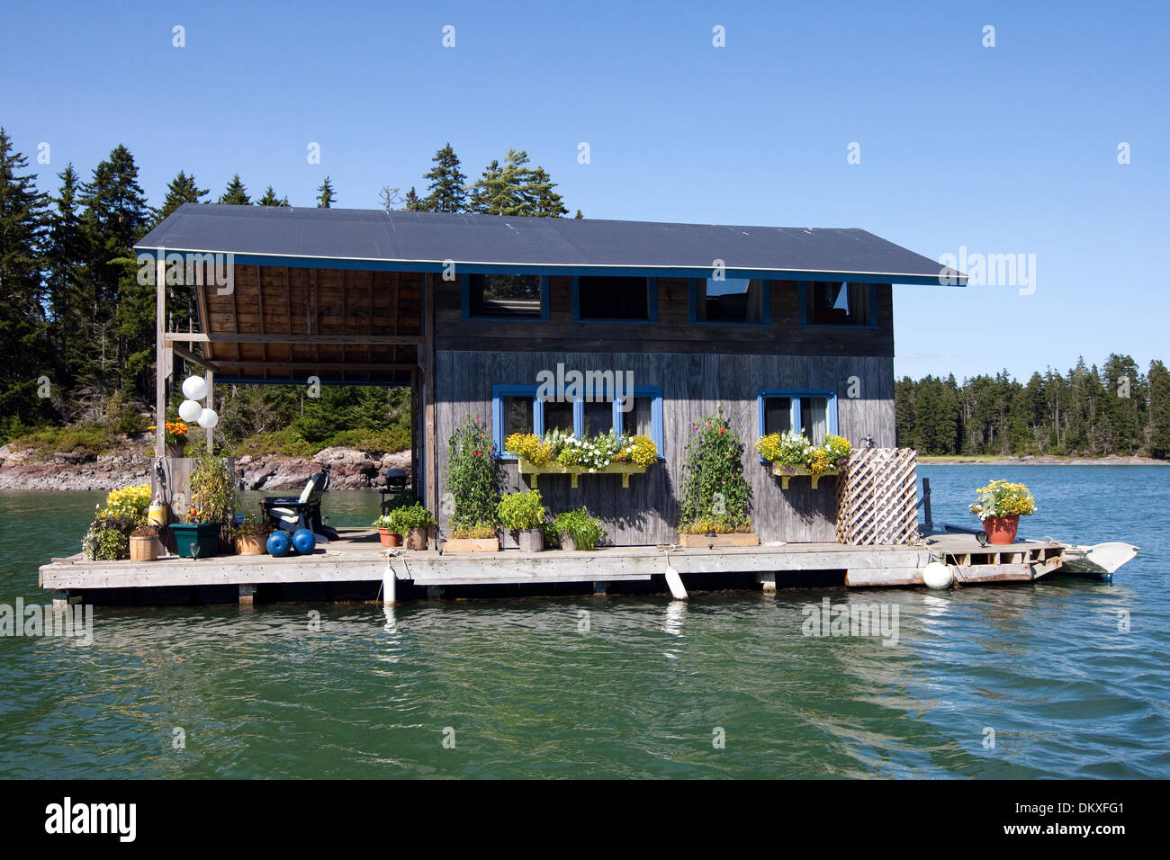 Adorable Floating House, Perry Creek, Vinalhaven, Maine - Stock Image