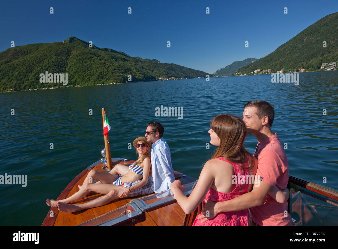 Couples picture boating — photo 6