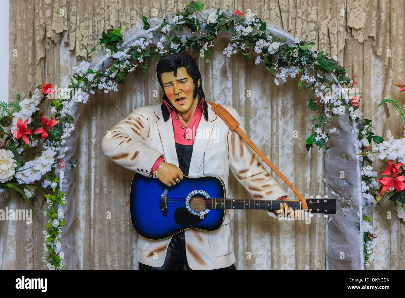 The Elvis Memorial Chapel is a movie memorabilia museum showing the movies that were filmed at Apacheland - Stock Image