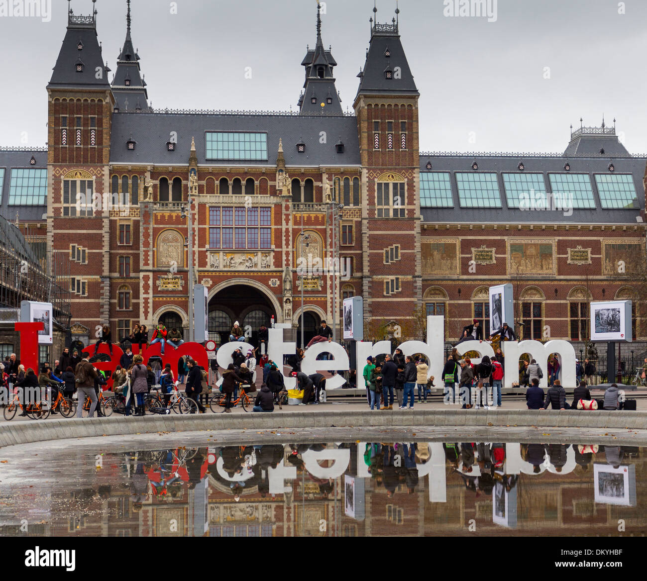 AMSTERDAM VISITORS OUTSIDE THE RIJKSMUSEUM WITH THE LARGE LETTERS SPELLING OUT  IAMSTERDAM - Stock Image
