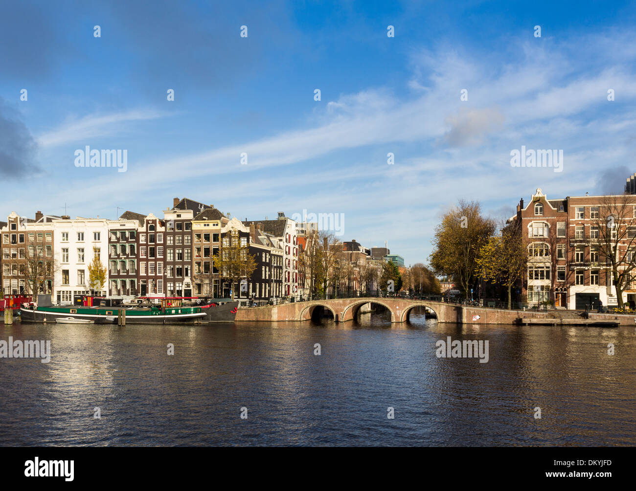 BRIDGE OVER THE NIEUWE PRINSENGRACHT CANAL SEEN FROM THE AMSTEL RIVER AMSTERDAM NETHERLANDS - Stock Image