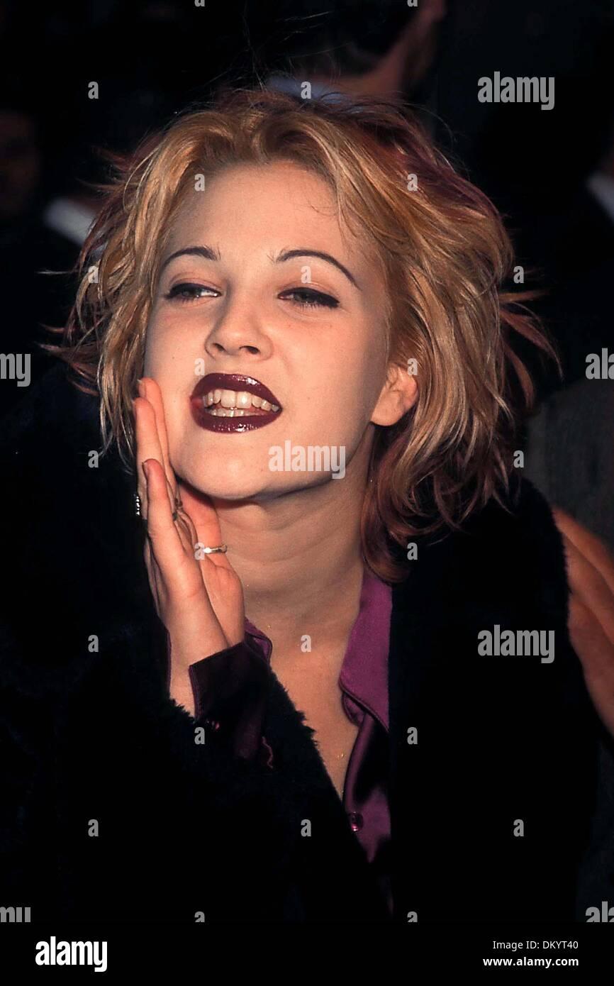 Oct. 17, 1995 - K2810AR.MIGHTY APHRODITE PREMIERE .10/17/1995. ANDREA RENAULT/    1995.DREW BARRYMORE.DOCSHOLLYWOODDRUGS(Credit Image: © Globe Photos/ZUMAPRESS.com) - Stock Image