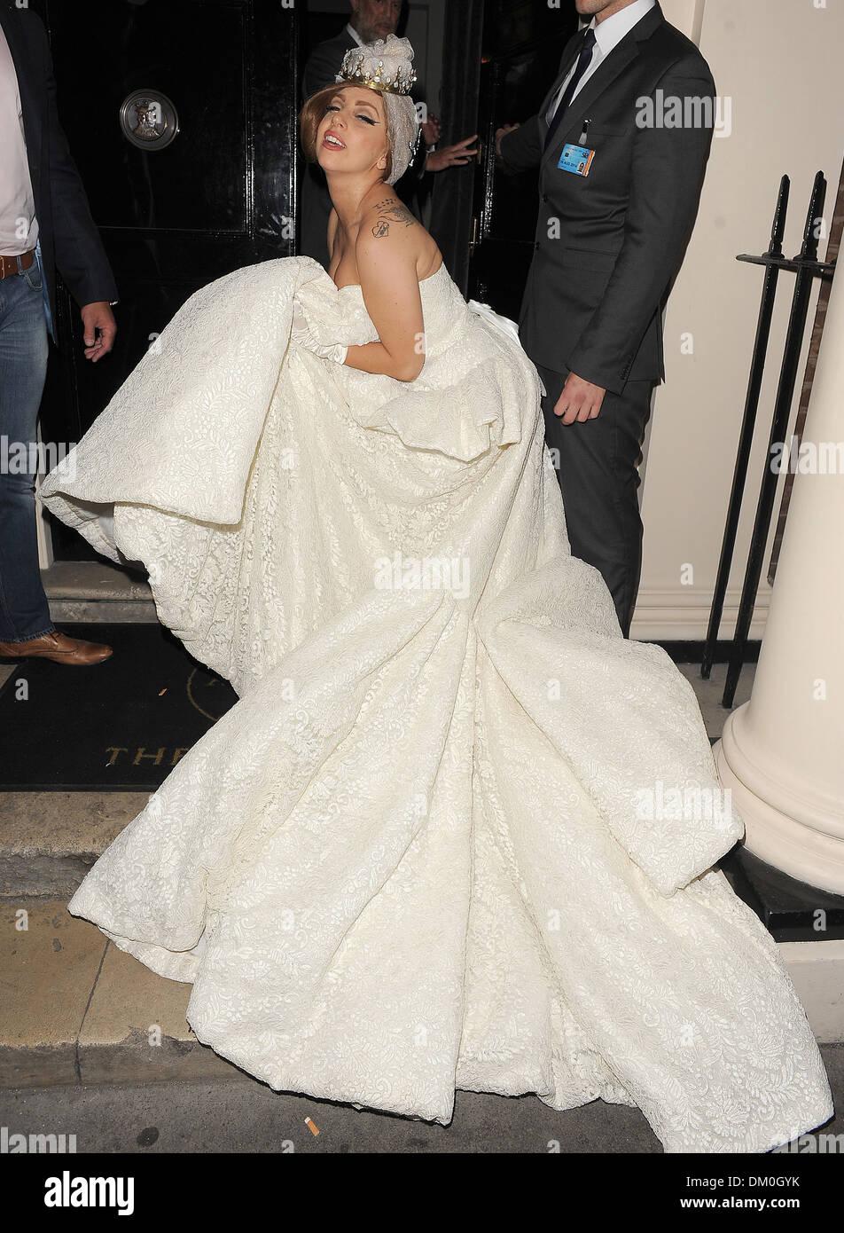 Lady Gaga Wedding.Lady Gaga Arriving At Arts Club Wearing A Stunning Wedding Dress