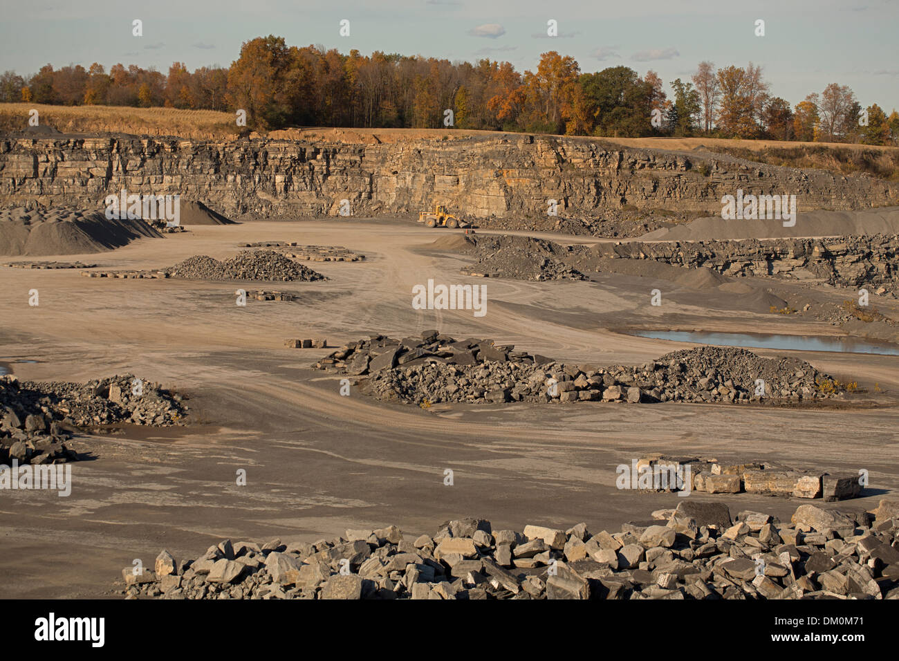 Stone quarry, mining Onandaga limestone, New York, Marcellus shale seen as upper layer - Stock Image