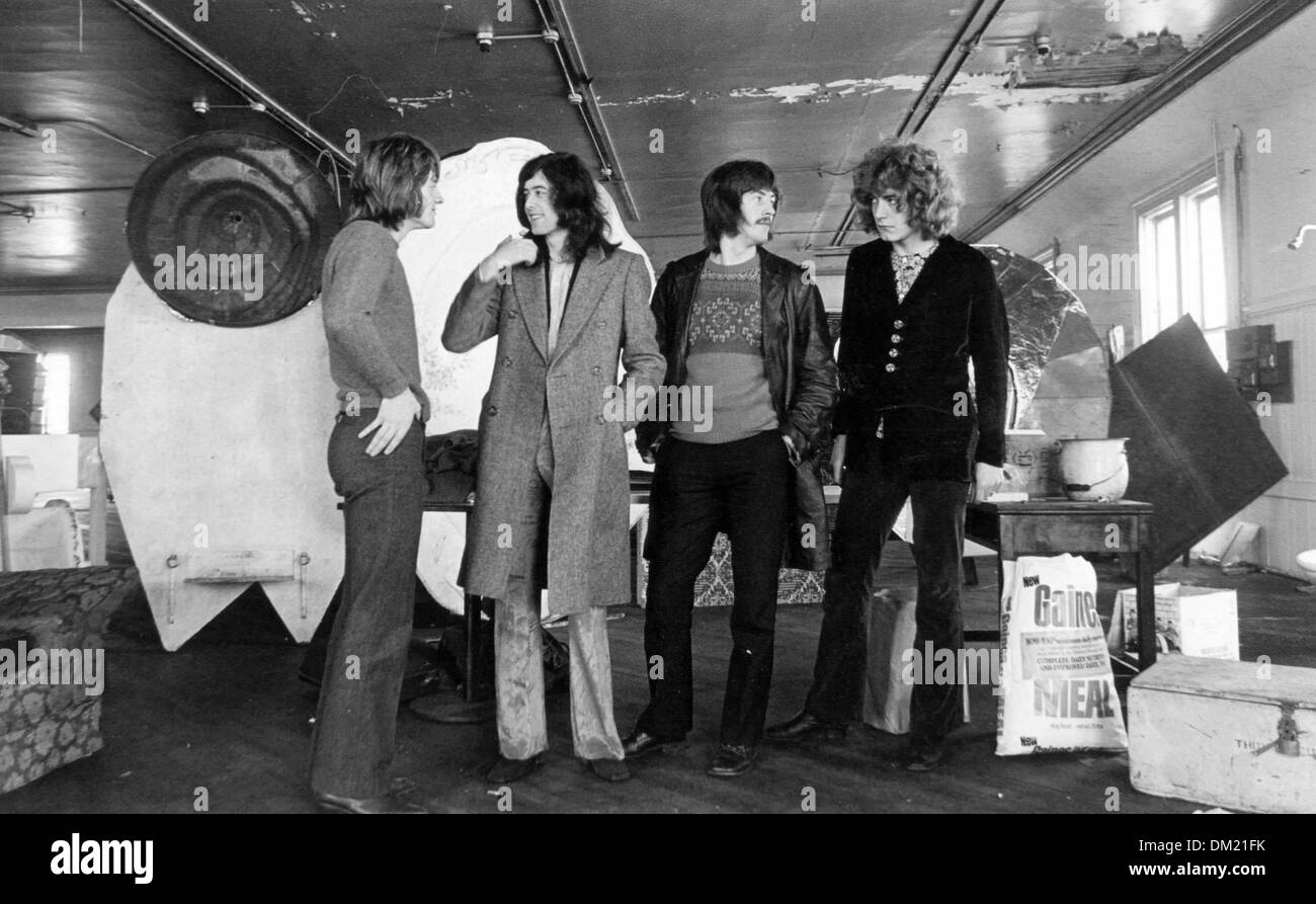 Led zeppelin at herb greene studio in san francisco 1969 credit image