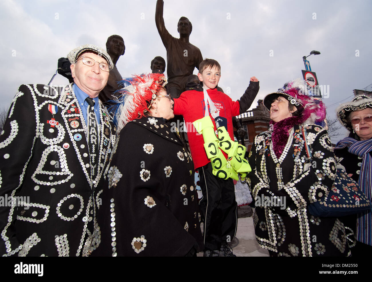 pearly kings and queens join Jonjo Heuerman beside the bobby Moore statue after completing a six day sponsored walk. Route 66 - Stock Image