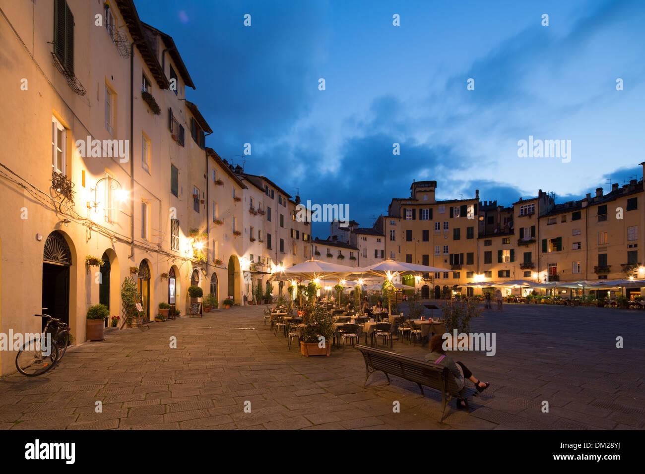 Piazza dell'Anfiteatro, Lucca, Tuscany - Stock Image