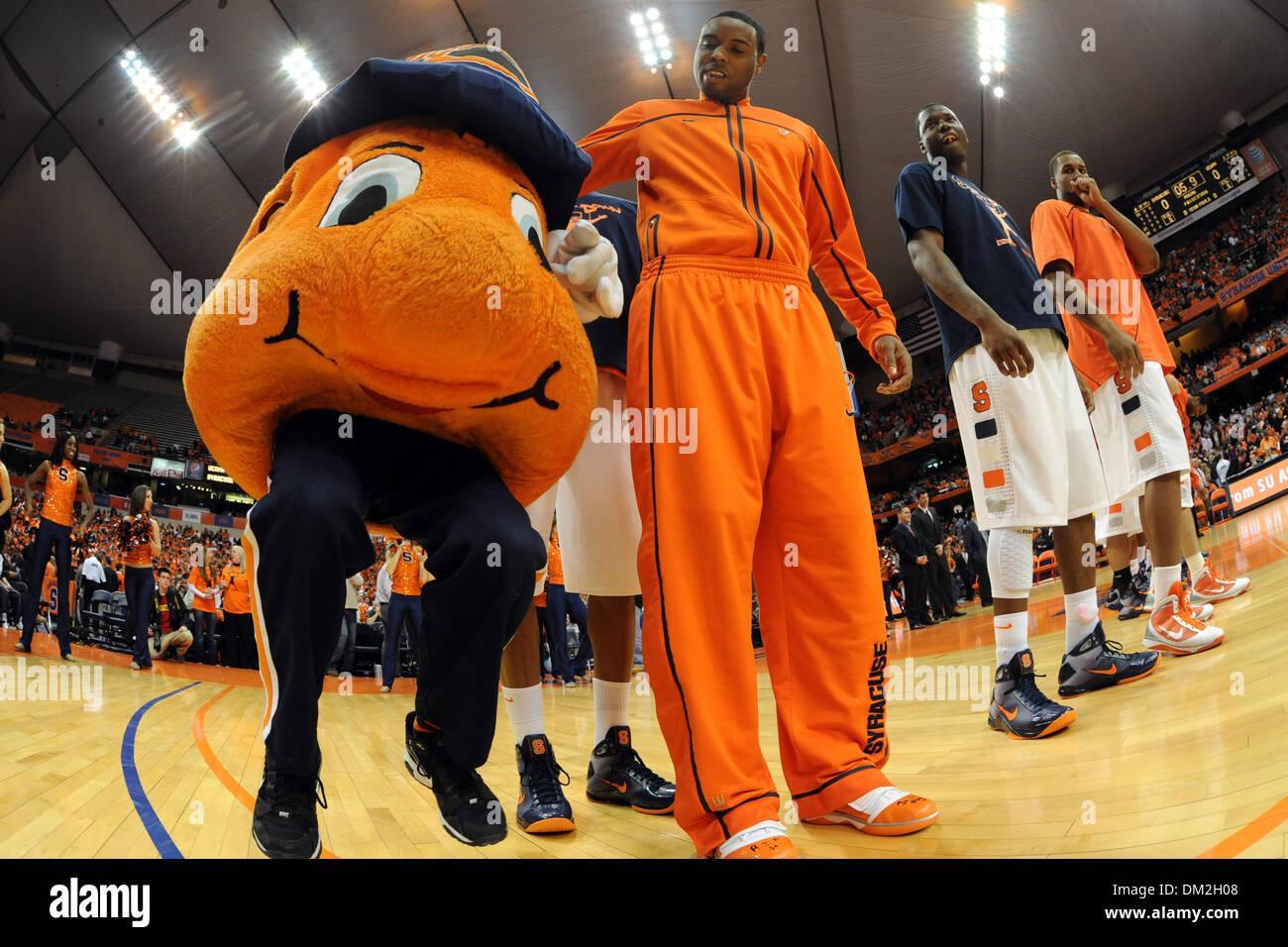 Syracuse Guard Scoop Jardine Middle Dribbles Orange Mascot Otto