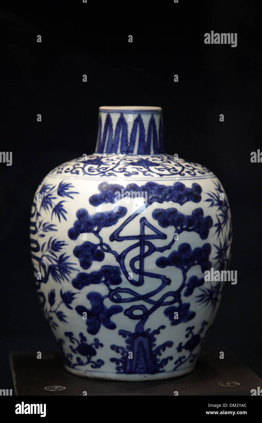 Blue and white ceramic vase.from the Wanli reign.1572-1620.late Ming period. - Stock Image