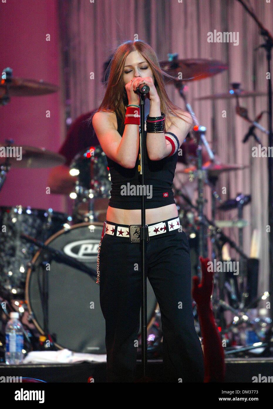 Avril Lavigne 2002 Stock Photos & Avril Lavigne 2002 Stock ...