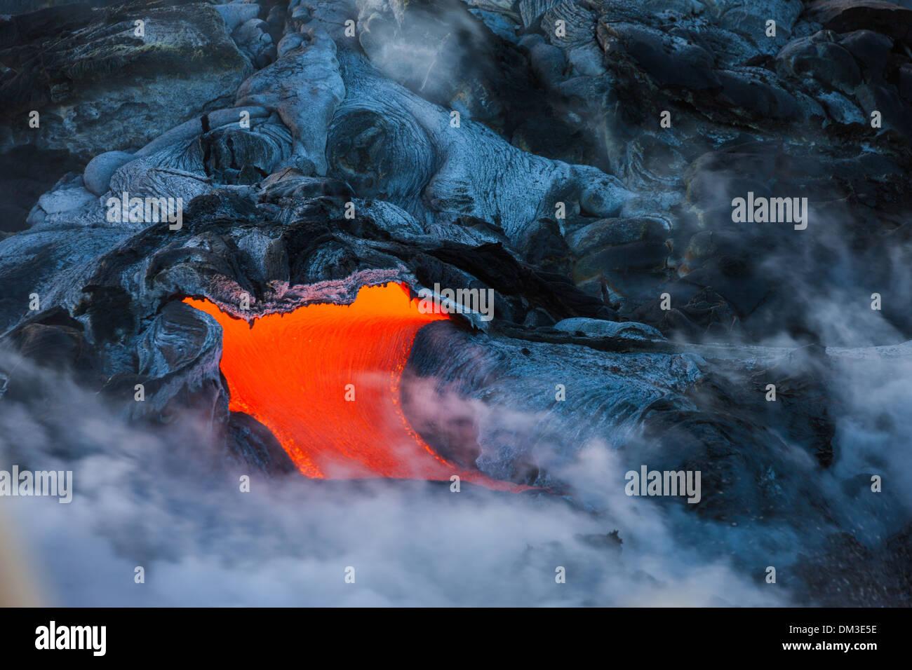 Puu Oo USA United States America Hawaii Big Island Hawaii Volcanoes National Park volcano lava sea Pacific coast steam fire - Stock Image