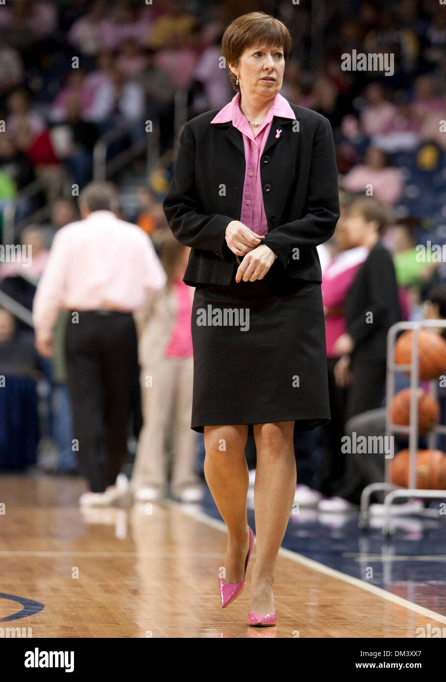 Muffet Mcgraw Stock Photos & Muffet Mcgraw Stock Images ...